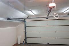 Brama garażowa z własnym napędem