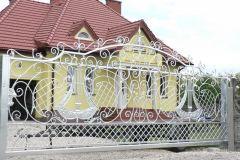 Piękna stylizowana brama wjazdowa